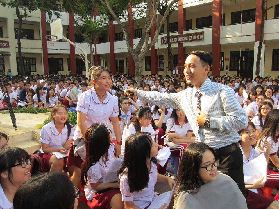 Study English to progress to peace, friendship and cooperation